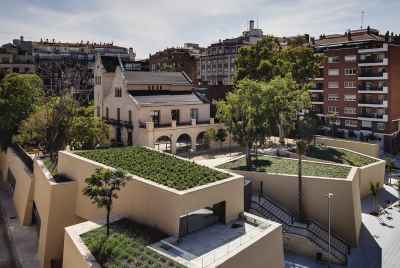 Building with touristic apartments in a popular area of Barcelona